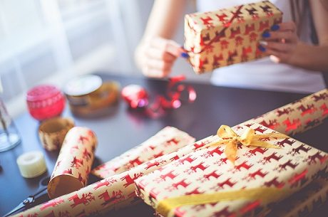 Wrapping xmas presents