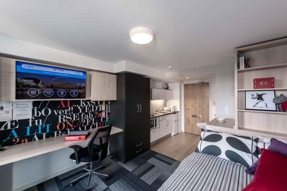 100 The Studio Apartment That Breaks