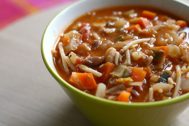 Easy minestrone soup for students